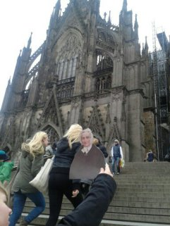 Agnes in front of the Kölner Dom