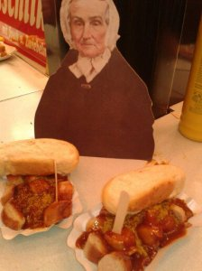 Flat Agnes and her currywurst at the Bielefeld Christmas Market